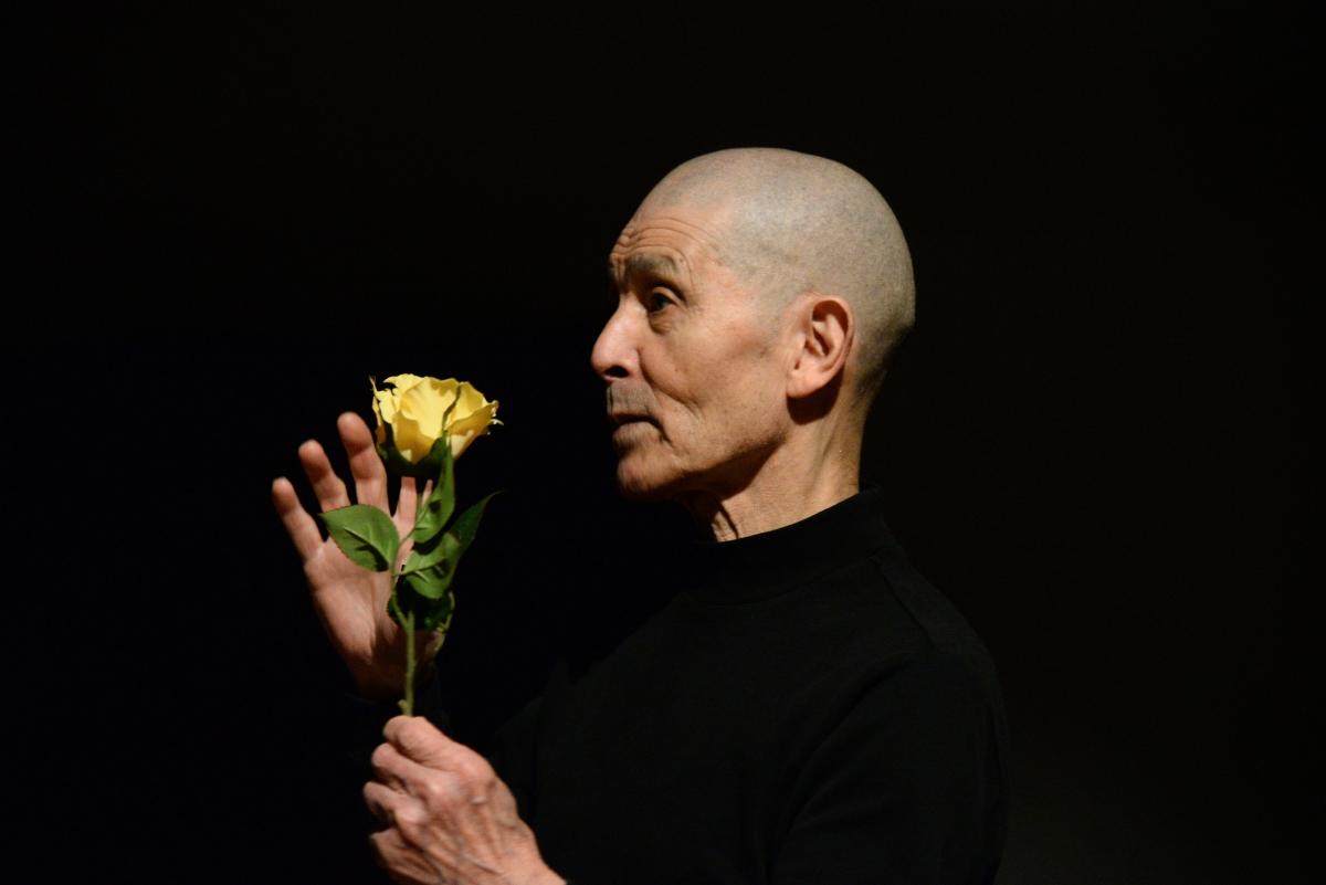 """""""Siamo opere d'arte"""". Intervista a Yoshito Ohno maestro del butoh e in scena stasera al Dom di Bologna"""