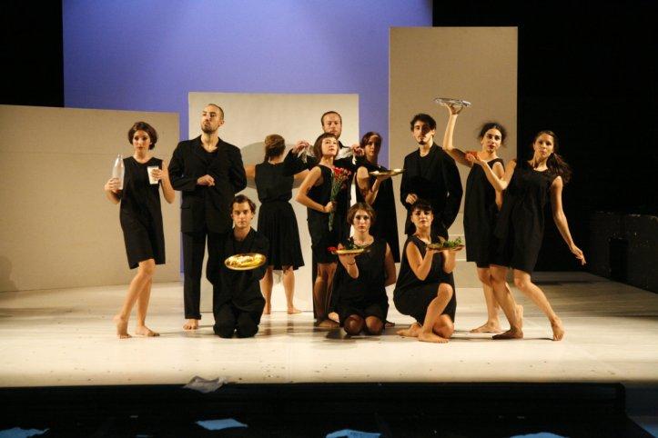 Civica-Scuola-di-Teatro-Paolo-Grassi-Uccidiamo-il-chiaro-di-luna-danze-voci-e-suoni-del-Futurismo-italiano-coreografie-Silvana-Barbarini-2-FILEminimizer