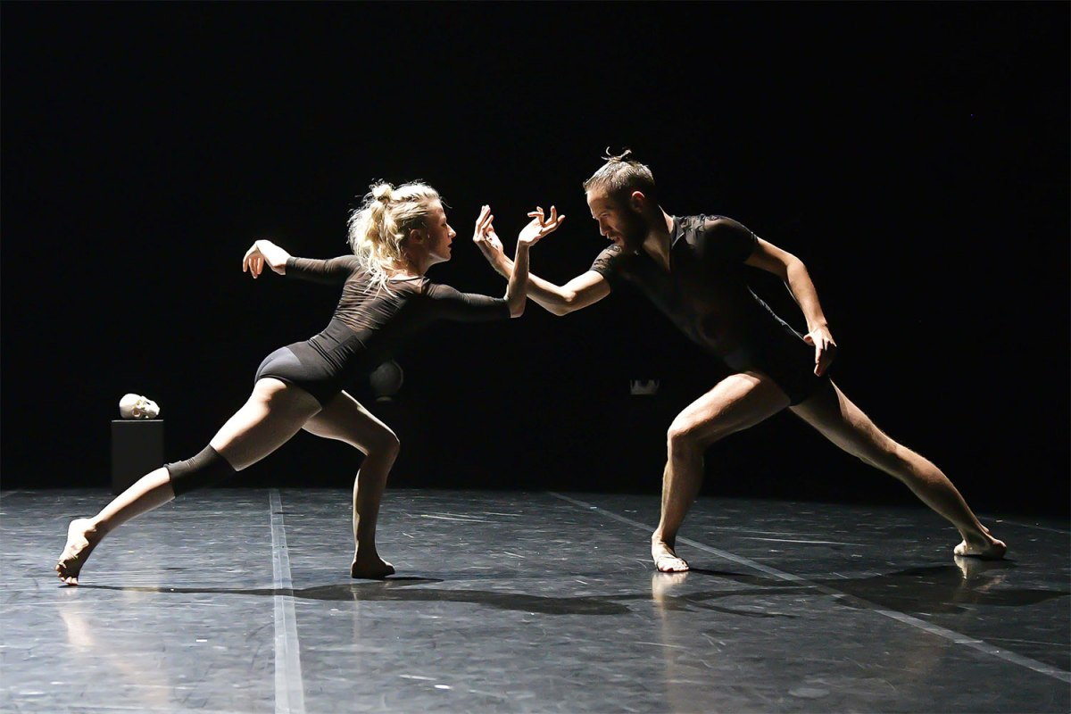 Dance on the road - Angelin Preljocaj